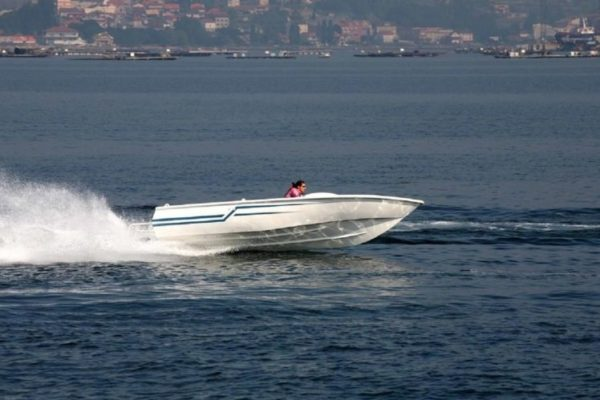 Aluminium speedboat for tuna-purse seiners