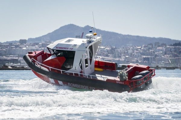 Aluminium boat for fire fighters