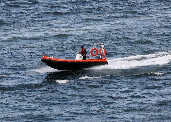 Barco de rescate fueraborda