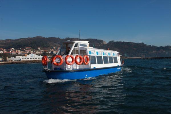 Barco turístico eléctrico de aluminio destinado al transporte de pasajeros