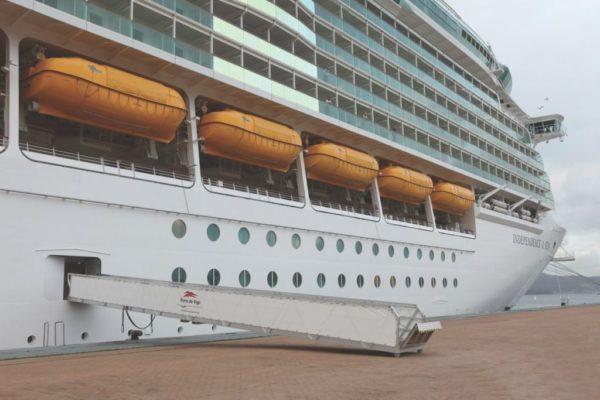Escala real para embarque de pasajeros