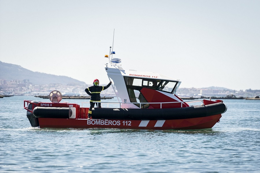 Aluminium fireboat for fire fighters