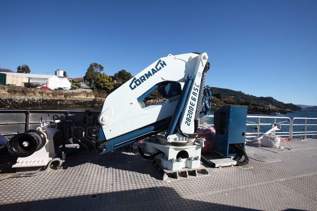 El catamarán multi-propósito ATLANTIS EXPLORER está equipado con todo el equipamiento auxiliar necesario para realizar su actividad