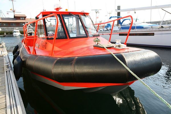 Aluminium dive support boat