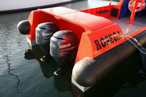 Barco de trabajo rígido, monocasco y cabinado ROSEGA